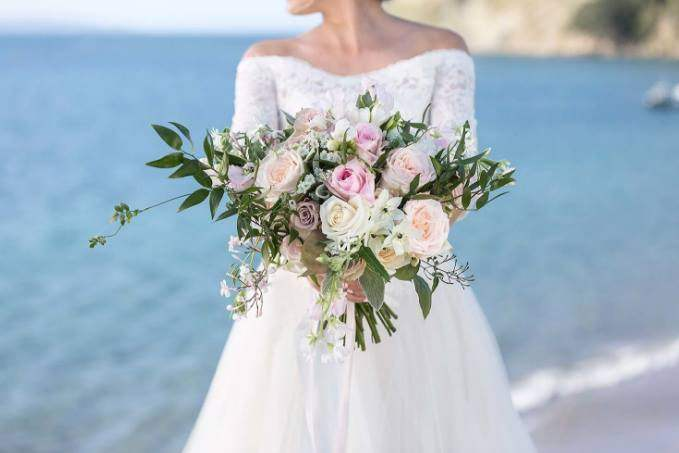 5 Steps to Choose Flowers for a Wedding Bouquet - TopTrip